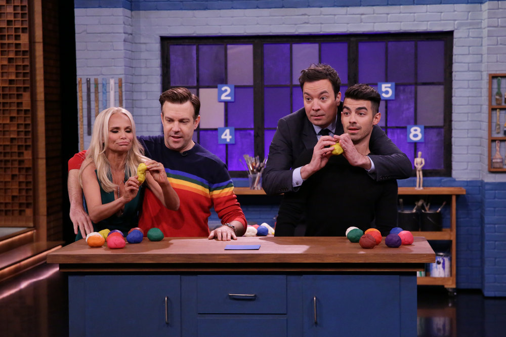 "THE TONIGHT SHOW STARRING JIMMY FALLON -- Episode 0575 -- Pictured: (l-r) Actress Kristin Chenoweth, actor Jason Sudeikis, host Jimmy Fallon, and singer Joe Jonas play ""Tandem Sculptionary"" on November 21, 2016 -- (Photo by: Andrew Lipovsky/NBC)"