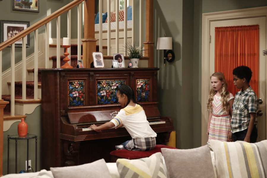 """K.C. UNDERCOVER - """"Undercover Mother"""" - When Scholastic Achievement Quarterly tries to interview K.C. for being the smartest student in her school, she disguises herself as her mom so she can be featured and hide her identity as a spy. This episode of """"K.C. Undercover"""" airs Sunday, November 06 (8:00 - 8:30 P.M. EST) on Disney Channel. (Disney Channel/Tyler Golden) SIBYL GREGORY, JD MCCRARY"""