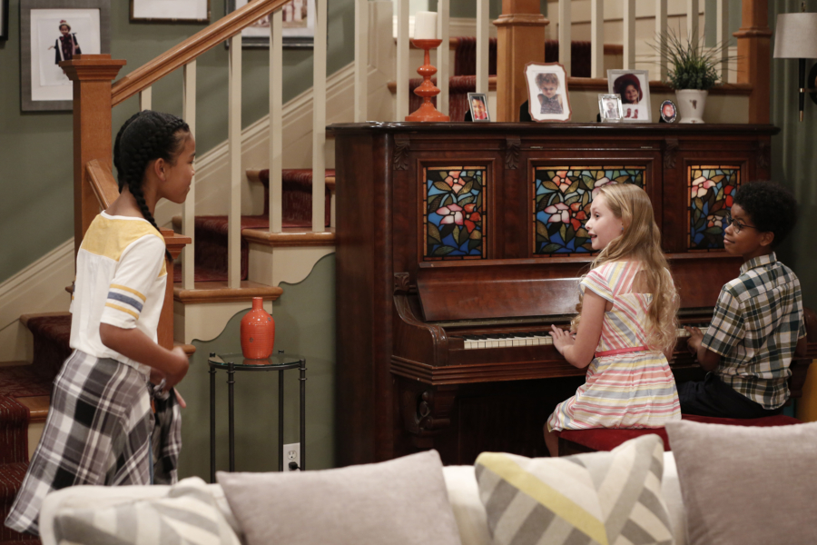 """K.C. UNDERCOVER - """"Undercover Mother"""" - When Scholastic Achievement Quarterly tries to interview K.C. for being the smartest student in her school, she disguises herself as her mom so she can be featured and hide her identity as a spy. This episode of """"K.C. Undercover"""" airs Sunday, November 06 (8:00 - 8:30 P.M. EST) on Disney Channel. (Disney Channel/Tyler Golden) ISYS, SIBYL GREGORY, JD MCCRARY"""