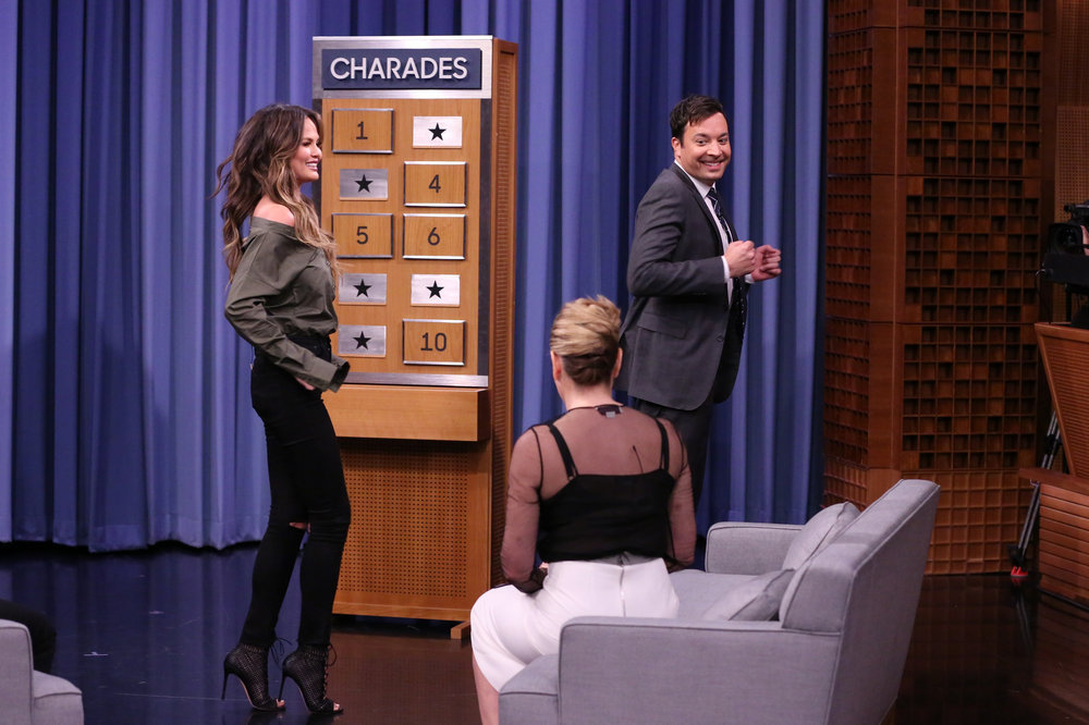 THE TONIGHT SHOW STARRING JIMMY FALLON -- Episode 0583 -- Pictured: (l-r) Model Chrissy Teigen, comedian Chelsea Handler, and host Jimmy Fallon play Charades on December 02, 2016 -- (Photo by: Andrew Lipovsky/NBC)