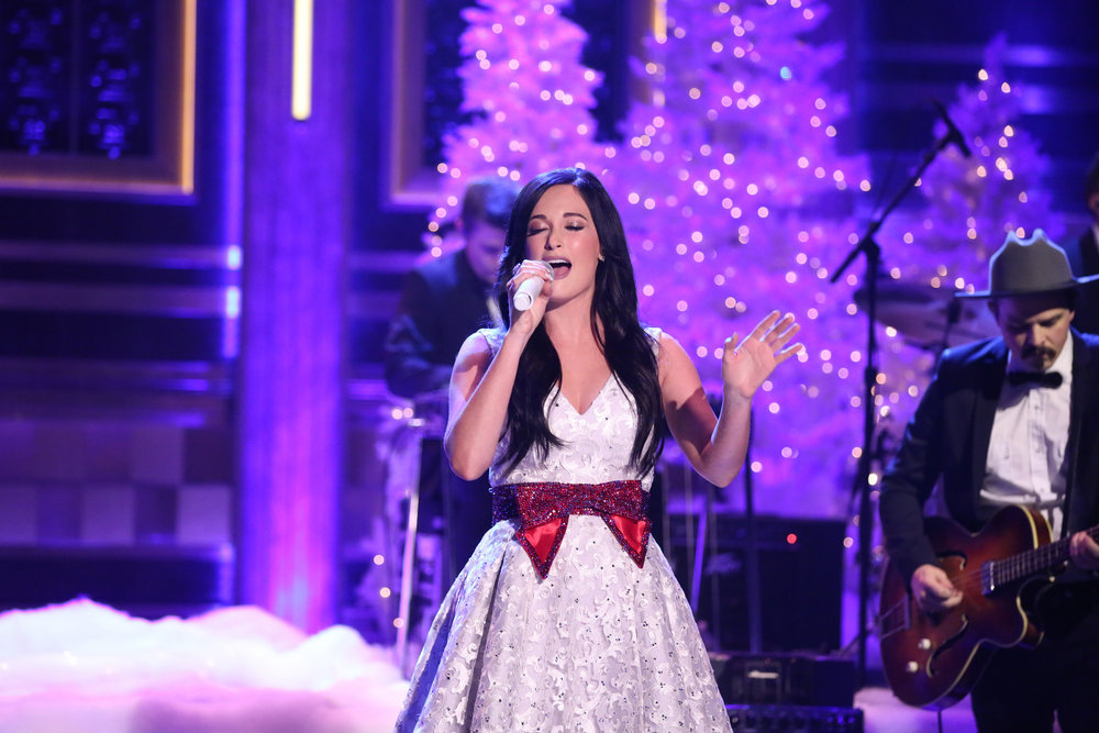 THE TONIGHT SHOW STARRING JIMMY FALLON -- Episode 0582 -- Pictured: Musical guest Kacey Musgraves performs on December 01, 2016 -- (Photo by: Andrew Lipovsky/NBC)