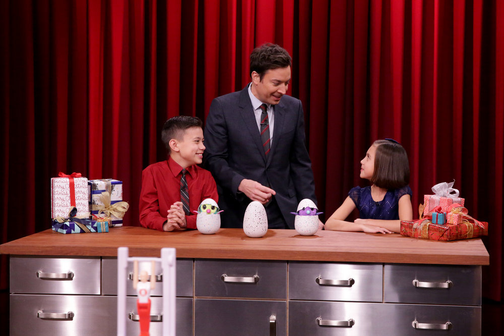 THE TONIGHT SHOW STARRING JIMMY FALLON -- Episode 0597 -- Pictured: (l-r) Kid Toy Experts Evan Lee and Jillian Lee during a demo with host Jimmy Fallon (center) on December 22, 2016 -- (Photo by: Andrew Lipovsky/NBC)