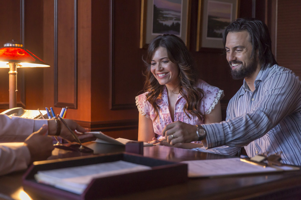 """THIS IS US -- """"The Right Thing to Do"""" Episode 111 -- Pictured: (l-r) Mandy Moore as Rebecca Pearson, Milo Ventimiglia as Jack Pearson -- (Photo by: Ron Batzdorff/NBC)"""
