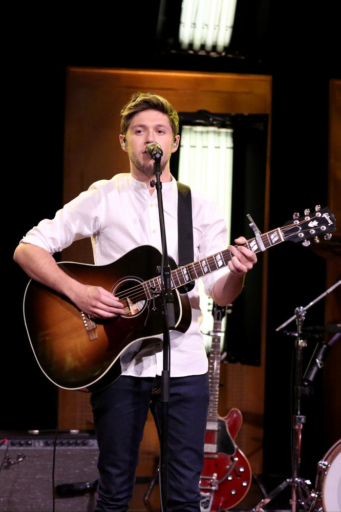THE TONIGHT SHOW STARRING JIMMY FALLON -- Episode 0590 -- Pictured: Musical guest Niall Horan performs on December 13, 2016 -- (Photo by: Andrew Lipovsky/NBC)