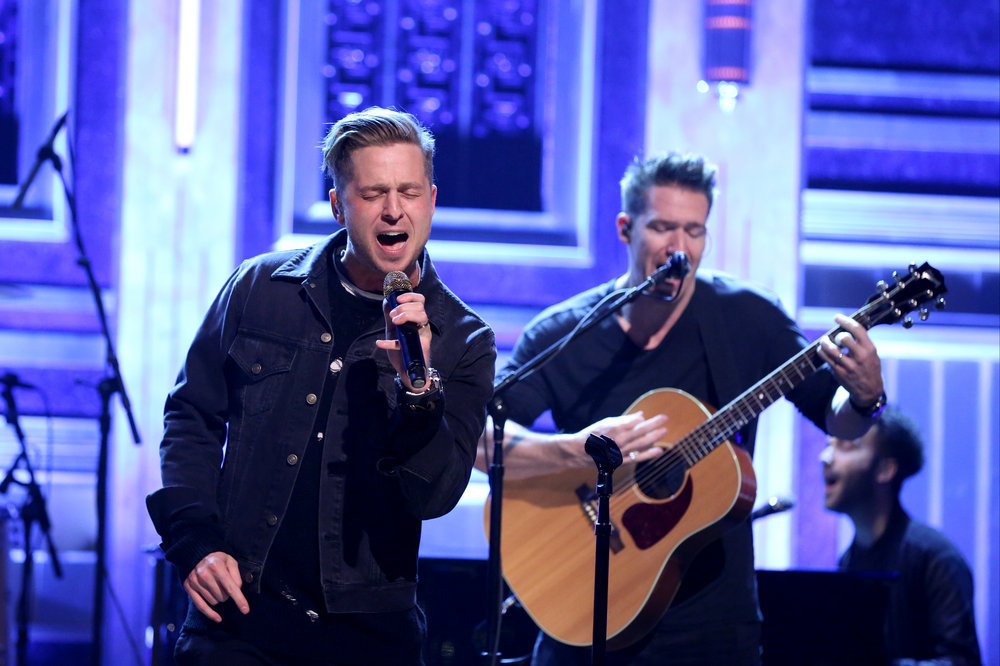 THE TONIGHT SHOW STARRING JIMMY FALLON -- Episode 0589 -- Pictured: Ryan Tedder of musical guest OneRepublic performs on December 12, 2016 -- (Photo by: Andrew Lipovsky/NBC)