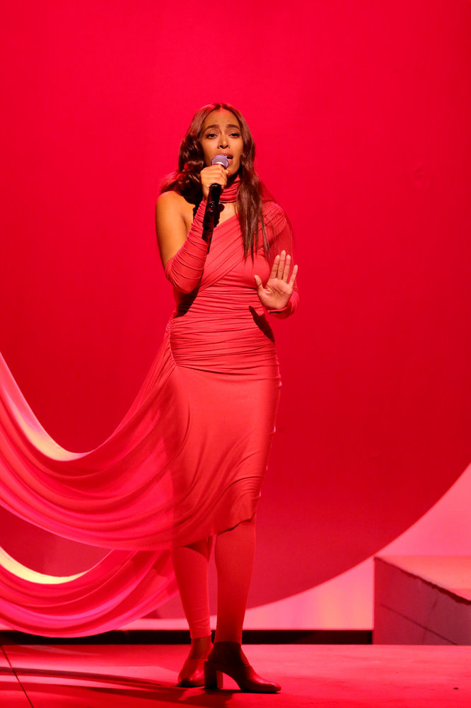 THE TONIGHT SHOW STARRING JIMMY FALLON -- Episode 0592 -- Pictured: Musical guest Solange performs on December 15, 2016 -- (Photo by: Andrew Lipovsky/NBC)