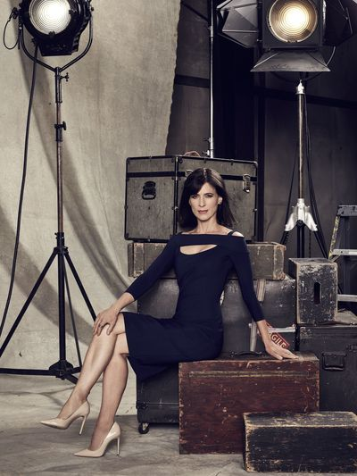 """FAMOUS IN LOVE – Freeform's """"Famous in Love"""" stars Perrey Reeves as Nina. (Freeform/Nino Munoz)"""