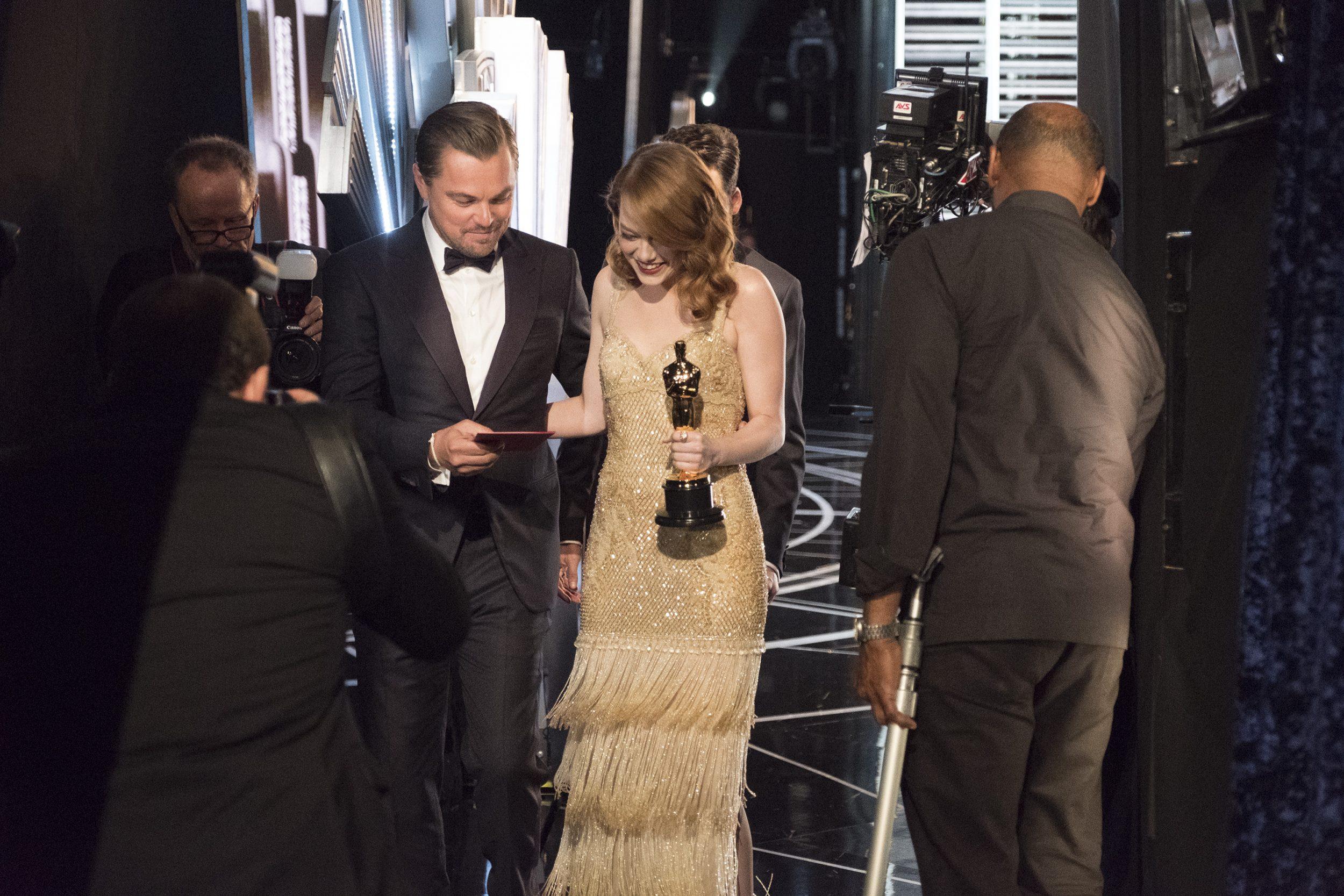 THE OSCARS(r) - The 89th Oscars(r)  broadcasts live on Oscar(r) SUNDAY, FEBRUARY 26, 2017, on the ABC Television Network. (ABC/Adam Rose) LEONARDO DICAPRIO, EMMA STONE