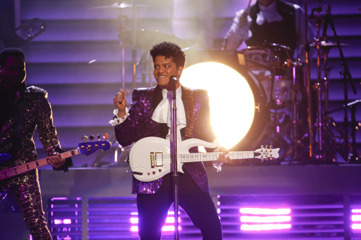 bruno mars on planet mars - photo #39