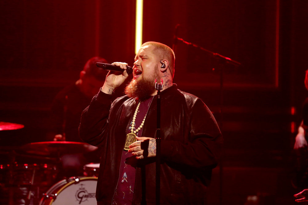 THE TONIGHT SHOW STARRING JIMMY FALLON -- Episode 0626 -- Pictured: Musical guest Rag'n'Bone Man performs on February 16, 2017 -- (Photo by: Andrew Lipovsky/NBC)