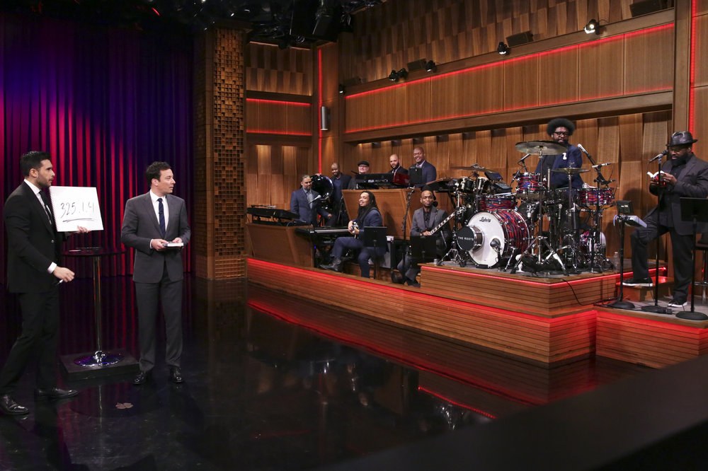"THE TONIGHT SHOW STARRING JIMMY FALLON -- Episode 0647 -- Pictured: (l-r) Magician Dan White performs a magic trick with host Jimmy Fallon and Tariq ""Black Thought"" Trotter of The Roots on March 27, 2017 -- (Photo by: Andrew Lipovsky/NBC)"