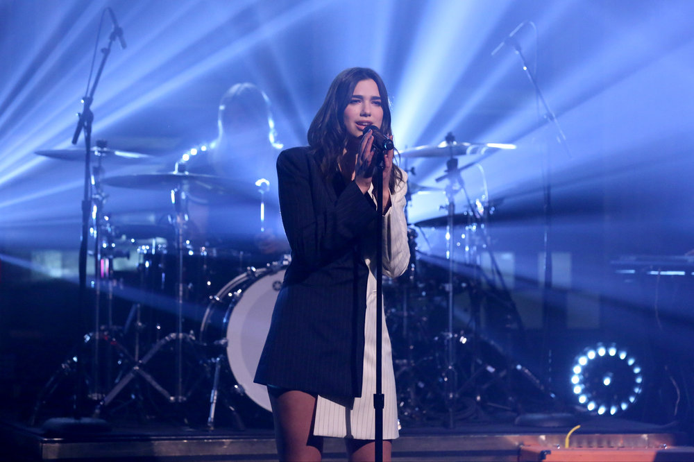 THE TONIGHT SHOW STARRING JIMMY FALLON -- Episode 0644 -- Pictured: Musical guest Dua Lipa performs on March 22, 2017 -- (Photo by: Andrew Lipovsky/NBC)