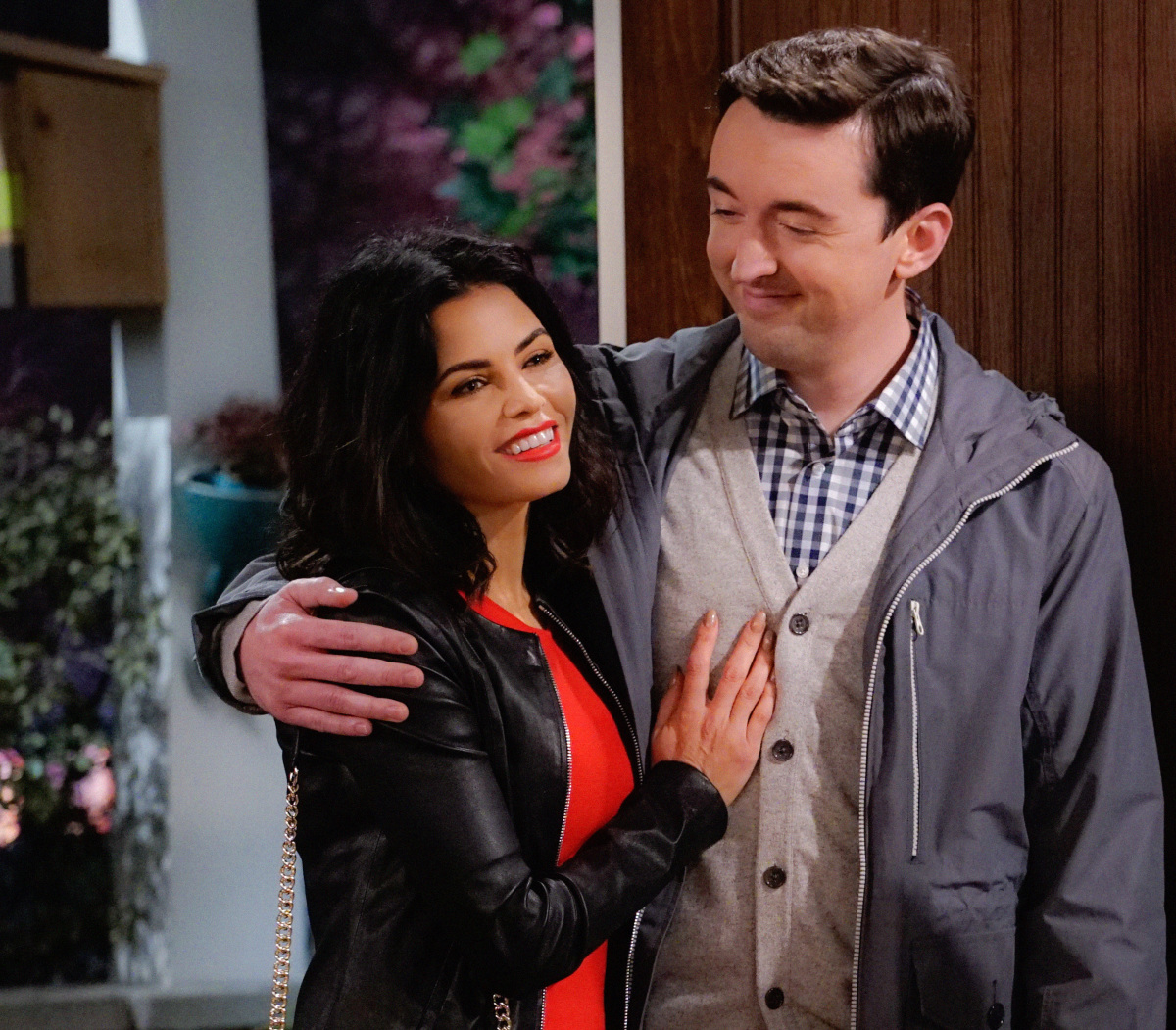 """The A Team"" -- Adam and Andi are shocked when they finally meet Lowell's wife, Jen (Jenna Dewan Tatum), on MAN WITH A PLAN, Monday, March 13 (8:30-9:00 PM, ET/PT) on the CBS Television Network. Picture (L-R) Jenna Dewan Tatum	as Jen and Matt Cook as Lowell Photo: Cliff Lipson/CBS ©2017 CBS Broadcasting, Inc. All Rights Reserved"