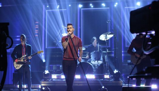 """Adam Levine Appears, Maroon 5 Performs """"Cold"""" On Fallon's """"Tonight Show"""" (Watch Now)"""