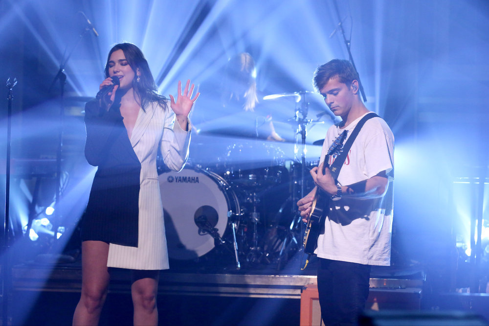 THE TONIGHT SHOW STARRING JIMMY FALLON -- Episode 0644 -- Pictured: (l-r) Musical guests Martin Garrix and Dua Lipa perform on March 22, 2017 -- (Photo by: Andrew Lipovsky/NBC)