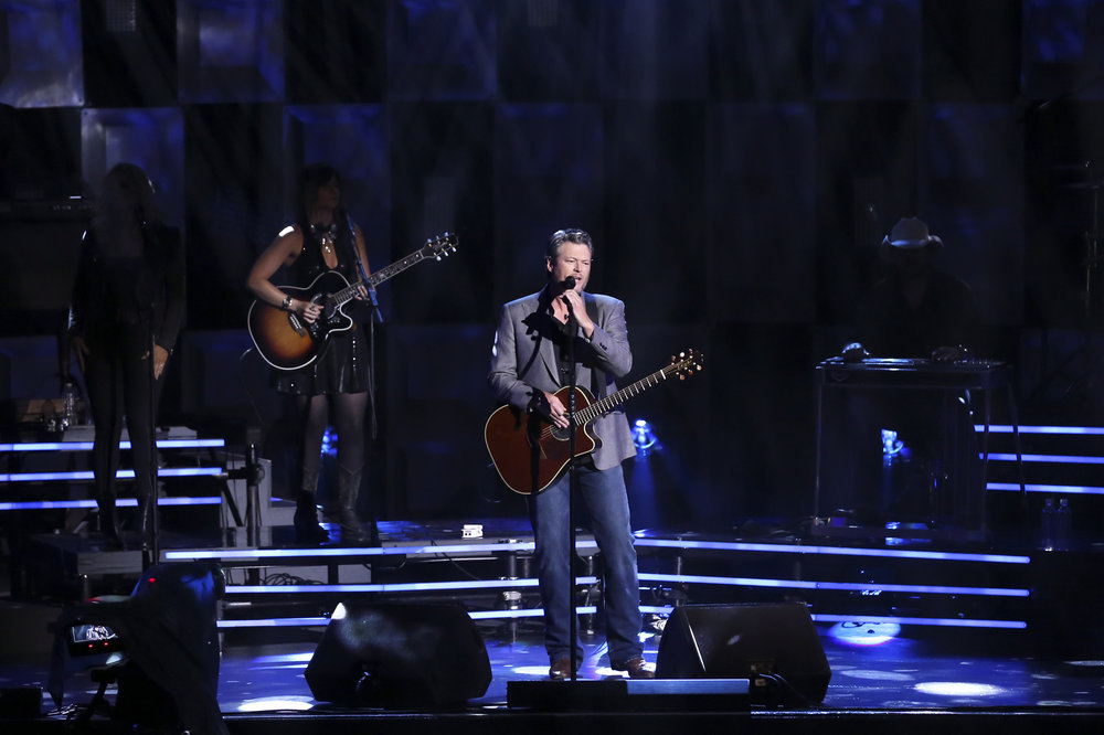 THE TONIGHT SHOW STARRING JIMMY FALLON -- Episode 0652 -- Pictured: Musical guest Blake Shelton performs on April 4, 2017 -- (Photo by: Andrew Lipovsky/NBC)