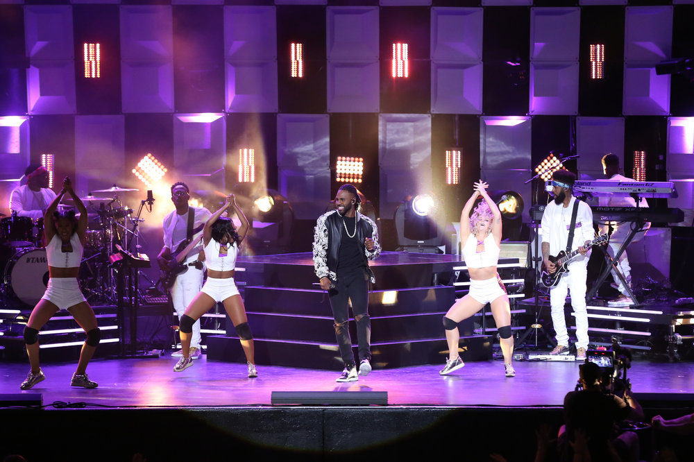 THE TONIGHT SHOW STARRING JIMMY FALLON -- Episode 0654 -- Pictured: (l-r) Musical guest Jason Derulo featuring Ty Dolla $ign perform on April 6, 2017 -- (Photo by: Andrew Lipovsky/NBC)