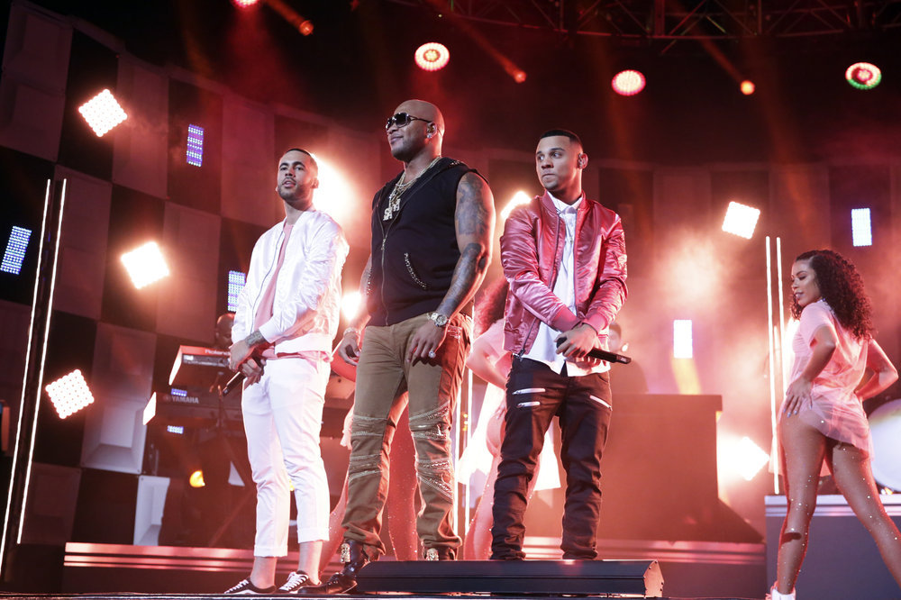 THE TONIGHT SHOW STARRING JIMMY FALLON -- Episode 0653 -- Pictured: (l-r) Musical guests Flo Rida and 99 Percent perform on April 5, 2017 -- (Photo by: Andrew Lipovsky/NBC)