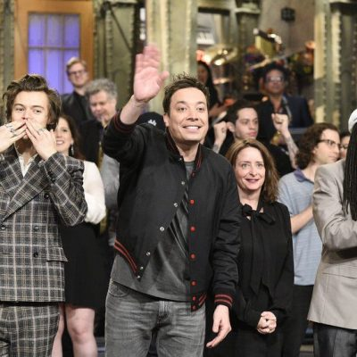 "bf75121f6cc0a SATURDAY NIGHT LIVE — ""Jimmy Fallon"" Episode 1722 — Pictured  (l-r) musical  guest Harry Styles"