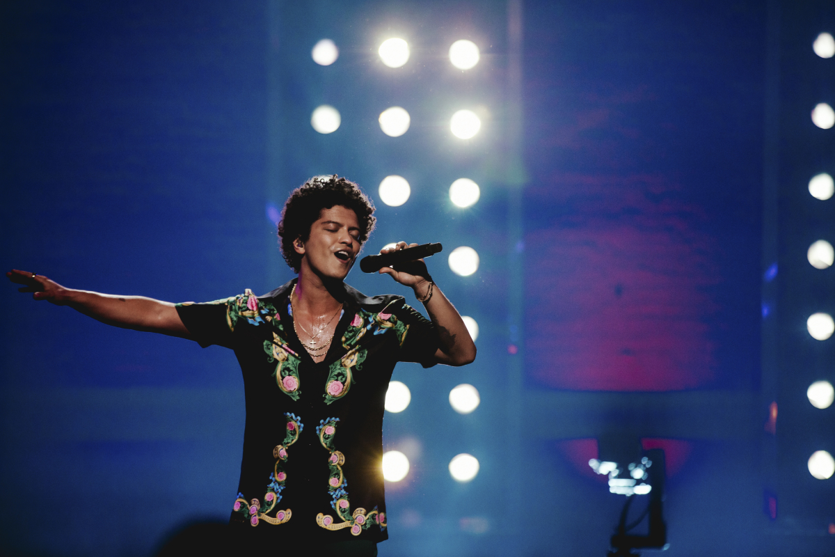bruno mars on planet mars - photo #46