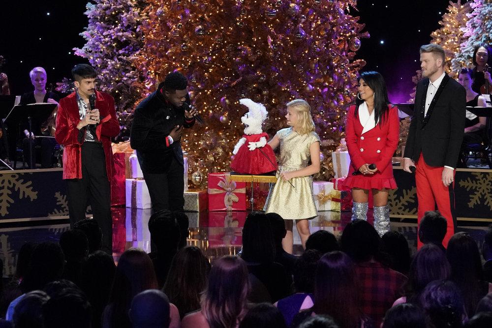 "Pentatonix Members Sallee >> First Look: NBC's ""A Very Pentatonix Christmas"" Special Airs On November 27"