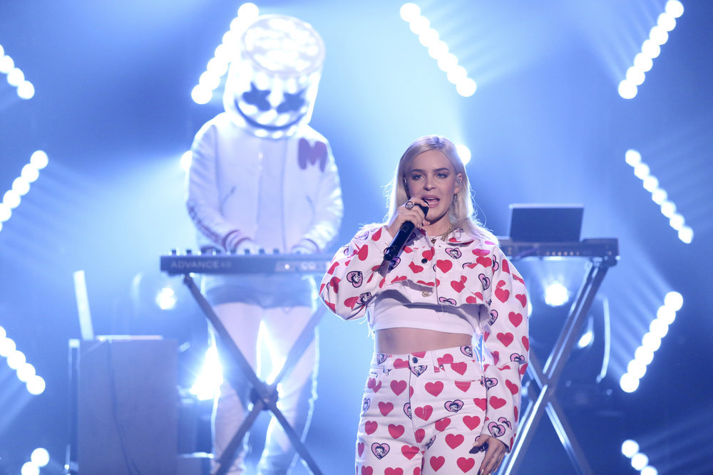 Marshmello Amp Anne Marie Perform Quot Friends Quot On Jimmy Fallon