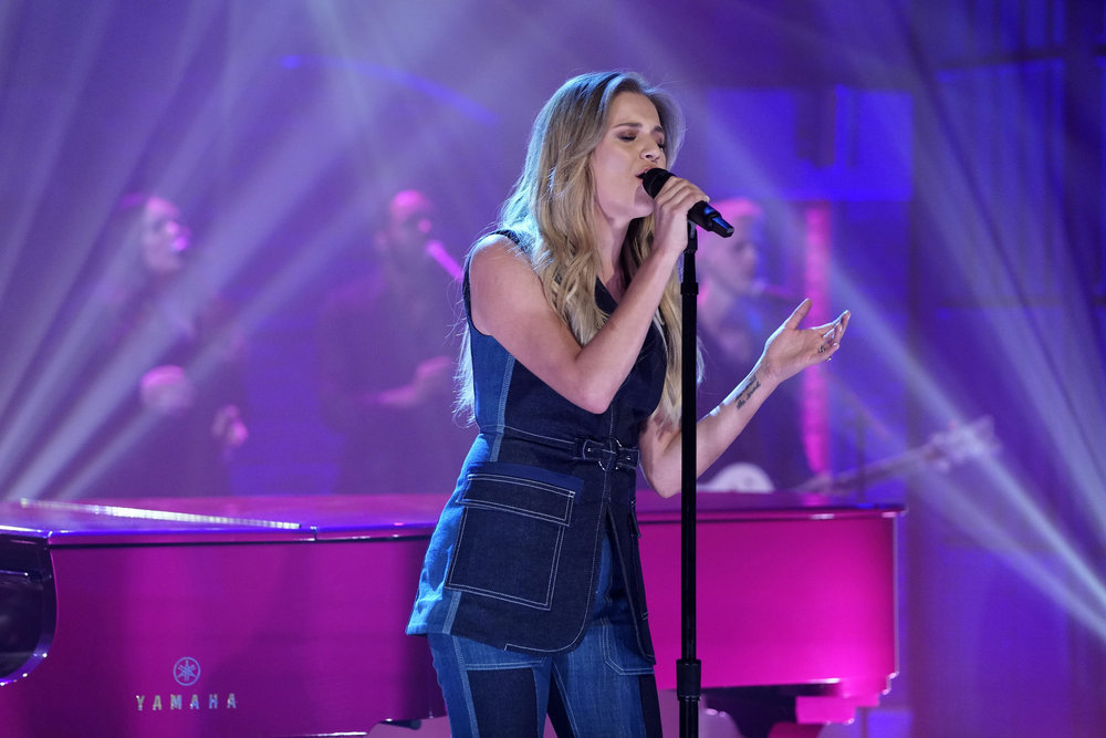 """Kelsea Ballerini Performed On Wednesday's """"Late Night With Seth Meyers""""  (Watch)"""