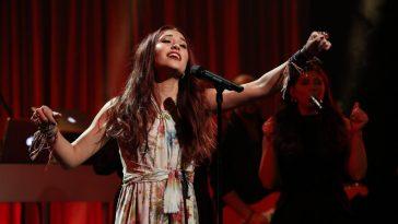 Lauren Daigle performs on Ellen