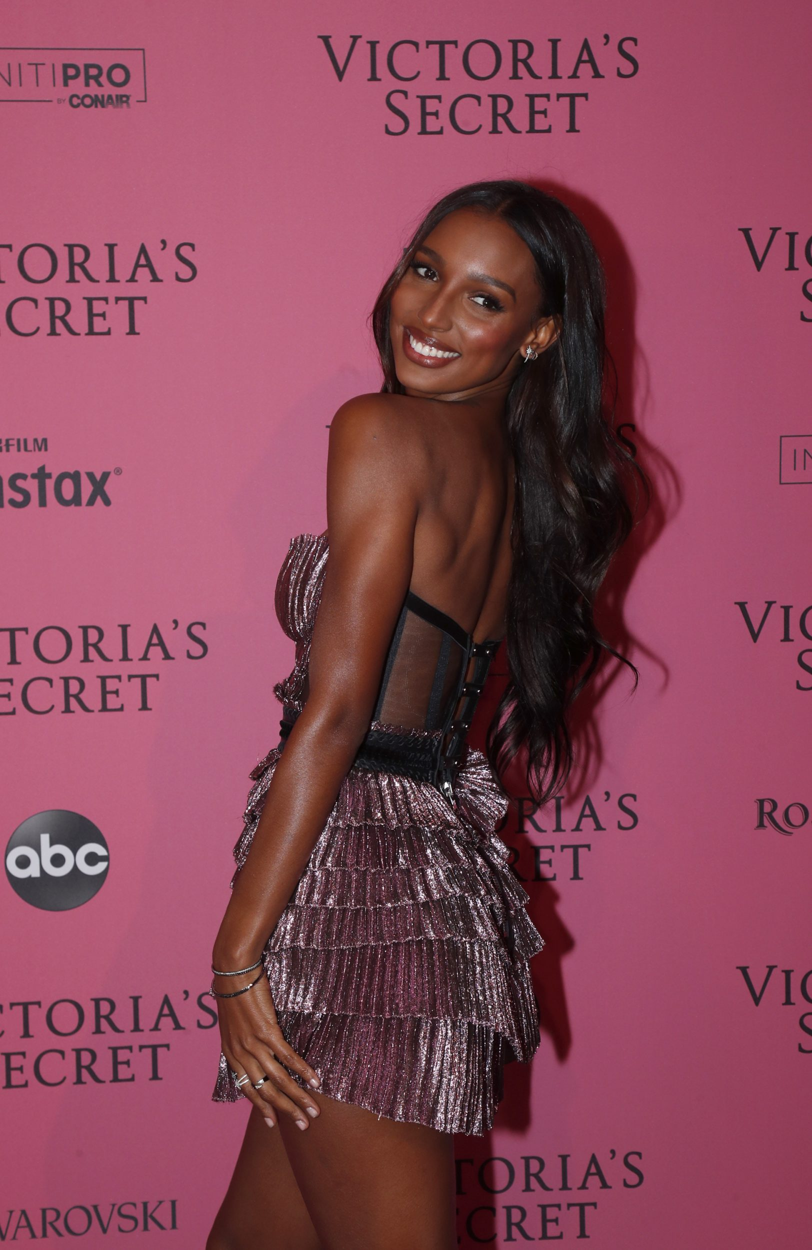 23d2517cbd jasmine tookes brown hair Early Look  Jasmine Tookes Looks Sensational At  2018 Victoria s .