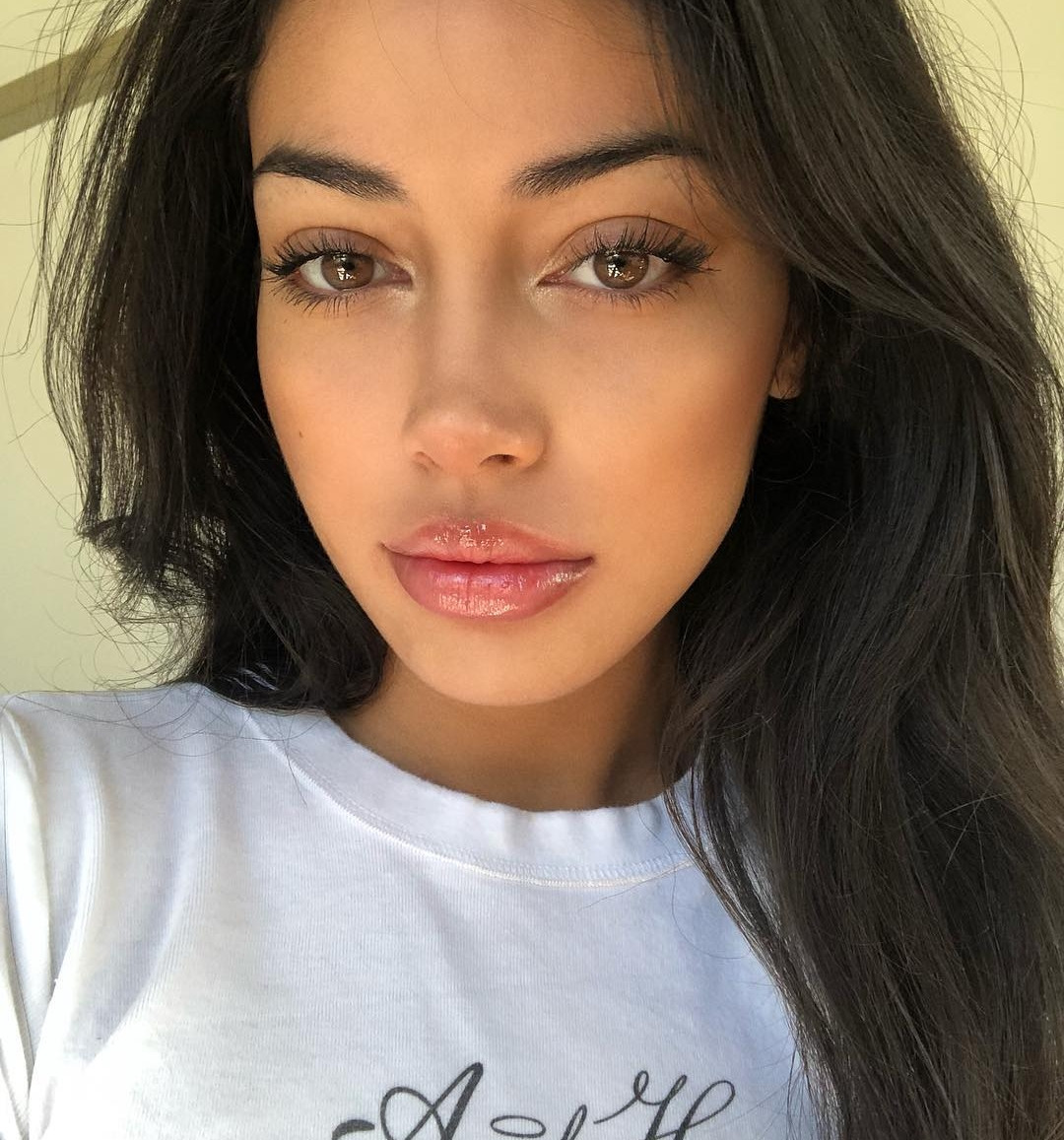 Stunning And Surprising New Looks: Cindy Kimberly Looks Beautiful In Stunning New Instagram