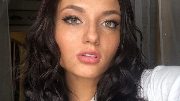 Jade Chynoweth posts a killer selfie on Instagram