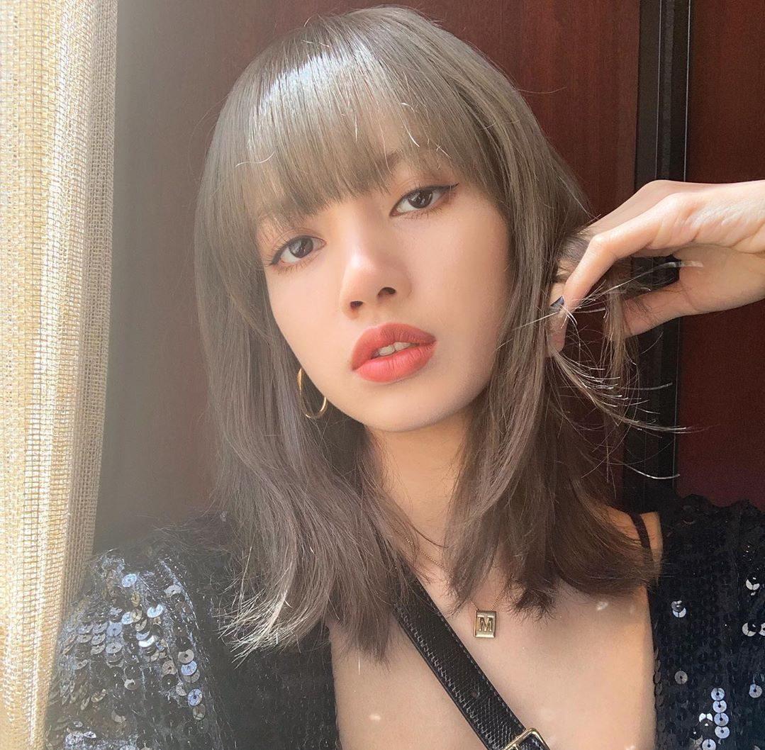 BLACKPINK's Lisa Shares Gorgeous New Selfies On Instagram