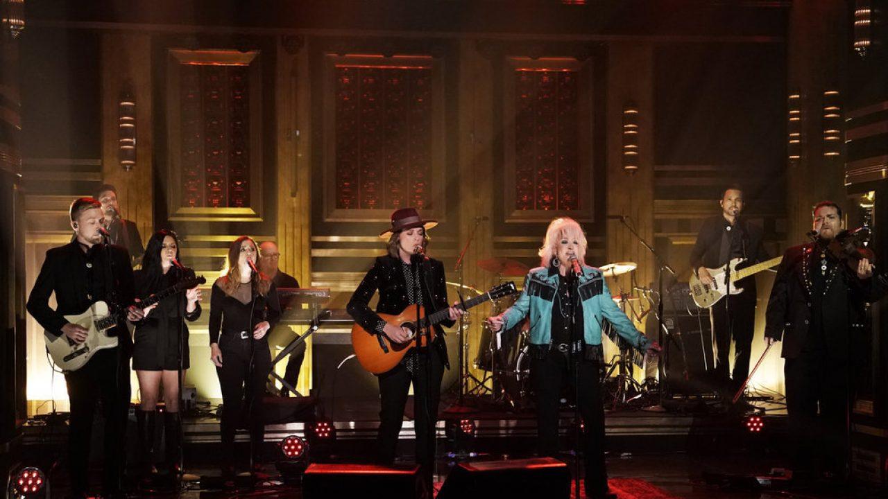 Tanya Tucker Brandi Carlile Perform On Jimmy Fallon S Tonight Show Early Look