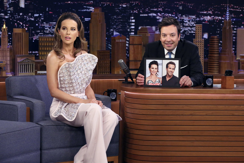 Kate Beckinsale thinks she looks like Ryan Reynolds; Here's why