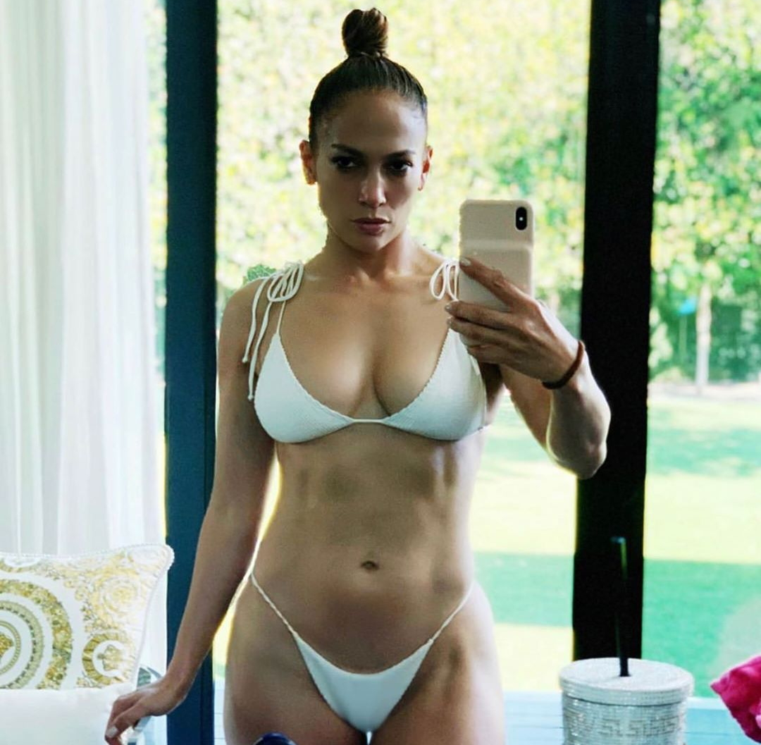 Jennifer Lopez's Stunning New Bikini Selfie Reaches 1.5 Million Instagram Likes In 30 Minutes